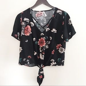Mudd cropped Floral print tie up V-neck Blouse